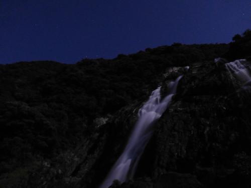 月明かりの大川の滝